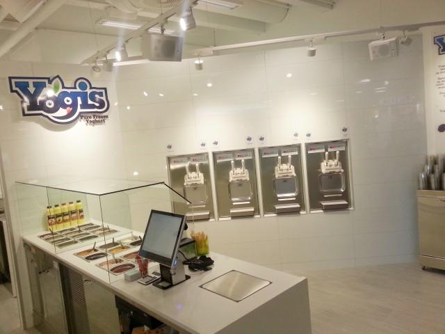Yogis logo photo6